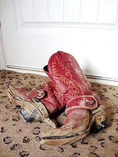 red cowboy boots photography-ideas-poses-etc
