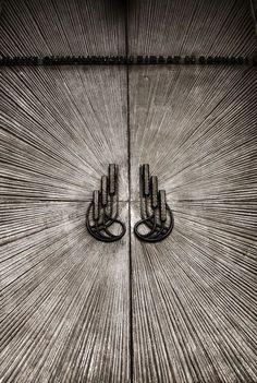 Architecture, Design, Photography and Geometry Modern Entrance Door, Entrance Doors, Front Doors, Old Doors, Windows And Doors, Architecture Restaurant, Door Detail, Knobs And Knockers, Main Door