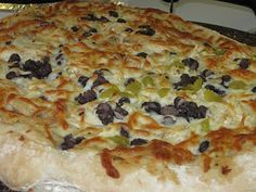 Black & White Pizza - black beans and alfredo sauce