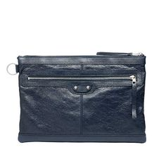 This is a men´s clutch that I´ll use for shure.    BALENCIAGA Ecorce Clip L clutch available on BALENCIAGA.COM for only $525 USD. Unfortunately this color is sold out, but there are other 4 color choices available.    Image from BALENCIAGA.COM  D.R.