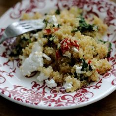 Quinoa with roasted red peppers, spinach & goat cheese