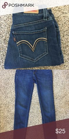 Levi's Jeans Never worn! Size not clearly stated on tags, but fit like a size 24. Skinny jeans but not super tight Levi's Jeans Skinny
