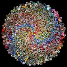 Button Art - Phyllotaxy......phyllotactic spirals form a distinct class of patterns in nature. Verra cool  <3
