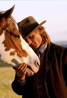 Famous faces- Viggo Mortensen as Frank Hopkins in Hidalgo. He adopted RH Tecontender, one of the 5 Paints portraying Hidalgo from the film. TJ made for his third horse purchased off the set from his one of his movies. Viggo Mortensen, All The Pretty Horses, Beautiful Horses, Beautiful Beautiful, Zebras, Westerns, Horse Movies, Gatos Cats, The Lone Ranger