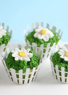 What's more charming than a daisy? A daisy cupcake! These beauties feature lemon cupcakes with lemon curd filling, topped with buttercream frosting.
