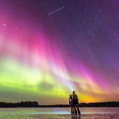 Auroras pintando o céu da Finlândia.