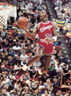 Michael Jordan dunking in his first Jordans ever, that were banned by the NBA. this didnt stop Jordan to wear this shoes and eded up paying a fine every match he wore them. This ended up as one of the greatest promotions. Basketball Art, Basketball Pictures, Basketball Legends, Sports Pictures, Basketball Players, Rockets Basketball, Basketball Videos, Basketball History, Basketball Tickets