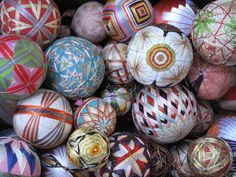 DIY Temari-Inspired Surprise Balls Tea Blog, Crafts For Kids, Arts And Crafts, Textile Prints, Textiles, Sewing Crafts, Sewing Ideas, Handicraft, Easter Eggs