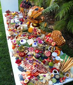69 ideas party food platters catering ideas for 2019 Party Platters, Party Trays, Charcuterie And Cheese Board, Charcuterie Platter, Cheese Boards, Antipasto Platter, Crudite Platter Ideas, Charcuterie Wedding, Grazing Platter Ideas