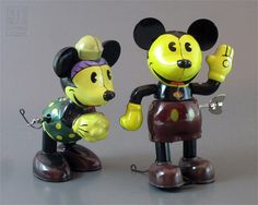 Mickey and Minnie Mouse wind-up tin toys Punk Disney Princesses, Princess Disney, Disney Toys, Disney Stuff, Disney Movies, Disney Characters, Disney Fun Facts, Vintage Tins, Vintage Mickey