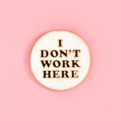 enamel pin - I don't work here