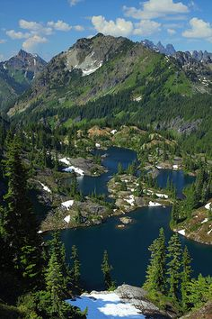 Spring, Rampart Lakes, Alpine Lakes Wilderness, Washington, USA.