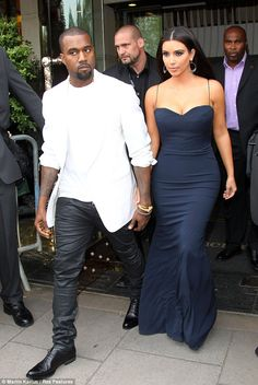 Kanye West and Kim Kardashian share another handhold while making a glamorous exit from their London hotel on Thursday. Kim Kardashian Kanye West, Kanye West And Kim, Kardashian Style, Kardashian Fashion, Kardashian Dresses, Celebrity Red Carpet, Celebrity Style, Celebrity Couples, Style Kim K