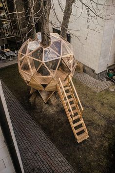30 Geodesic Dome Ideas for Greenhouse Chicken Coops Escape Pods etc. 30 Geodesic Dome Ideas for Greenhouse Chicken Coops Escape Pods etc. The post 30 Geodesic Dome Ideas for Greenhouse Chicken Coops Escape Pods etc. appeared first on Garten. Tree House Designs, Diy Tree House, Tree House Interior, Modern Tree House, Cool Tree Houses, Dome House, Wooden Pallets, Play Houses, Wood Projects