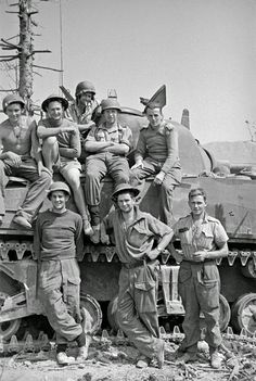 History in Photos: George Frederick Kaye. New Zealand tankmen, possibly 4 NZ Armoured Brigade personnel,  in Cassino, Italy, on the day it fell to the 8th Army, 18 May 1944