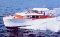 1948 Chris Craft Express Cruiser.