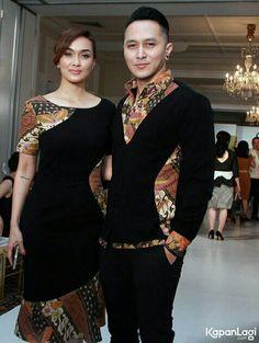Nice fashion to keep bj cowok Batik Blazer, Blouse Batik, Batik Dress, Kebaya Dress, Batik Kebaya, Dress Pesta, Batik Fashion, Hijab Fashion, Fashion Dresses