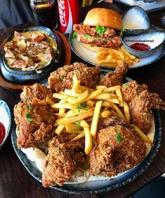 Find images and videos about food, fries and Chicken on We Heart It - the app to get lost in what you love. Food Goals, Aesthetic Food, Food Cravings, I Love Food, Soul Food, Street Food, Food Inspiration, Foodies, Food Photography