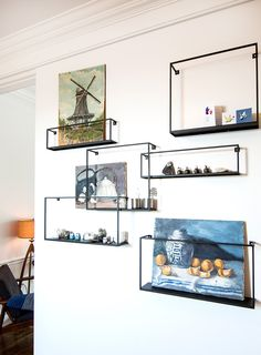 shelves Two Menswear Designers' Layered yet Orderly Co-Op Shelf Design, Shelving Design, Interior Garden, Interior Design, Houston Houses, Apartment Walls, Living Spaces, Living Room, Green Rooms