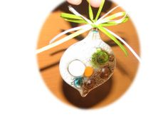 Adorno navideño. Creado en vidrio de ventana y diseñado 100% a mano con esmaltes para vitrofusión.