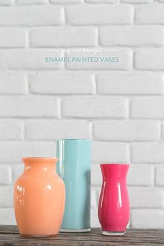 Enamel painted vases – I'm in love! If you like to paint, I have a really fun project to share today! My inspiration for these easy DIY enamel painted vases came from a restaurant in Sonoma called … Dollar Store Crafts, Dollar Stores, Diy Projects To Try, Craft Projects, Cheap Home Decor, Diy Home Decor, Room Decor, Diys, Painted Vases
