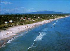 Uruguay tiene una costa de 600 kilómetros. La mitad está en el estuario del Río de la Plata y el resto sobre el Océano Atlántico. El Río de ...