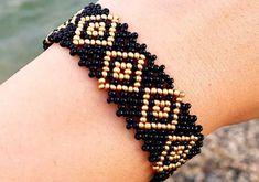 two-color easy-to-beads-bracelet-model-yapilisi - Seed Bead Jewelry Tutorials, Beaded Jewelry Patterns, Diy Bracelets Easy, Beaded Bracelets, Beaded Necklace, Bead Jewellery, Opal Jewelry, Body Necklace, Jewelry Illustration