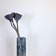 https://c2.staticflickr.com/8/7455/27964050446_5c063beb7f_b.jpg  給喜歡植物, 喜歡裝飾家中角落的你。   【花器小故事】 温室大理石花器的出生, 來自於廢棄和被認為是瑕疵的大理石。 將石頭,重新組合過,成為新的生命,是一種表達再生的想...