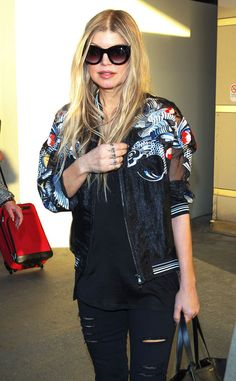 Fergie looked utterly chic in super oversized 'n' chunky black cat-eye sunnies with gradient lenses! Can you say GORG?!