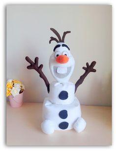 Boneco de neve Olaf do filme Frozen da Disney. Peso de porta com cerca de 39cm. Enfeite o quarto do seu filho ou da sua filha com este encantador personagem. R$ 60,00