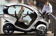 Icona Exciting three-wheeled scooter for comfy city commute Triumph Motorcycles, Cars And Motorcycles, Custom Motorcycles, Electric Tricycle, Electric Cars, Electric Vehicle, Ducati, Velo Design, Reverse Trike