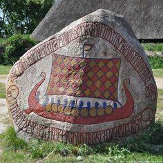 Viking rune stone. tumblr_mcml7pnPh71qfr1oco1_500.jpg (500×500)
