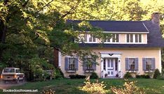Diane Keaton's yellow house in Vermont in the movie Baby Boom