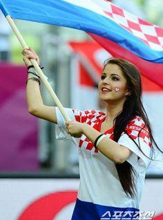 Cổ động viên cực kỳ xinh đẹp của Croatia