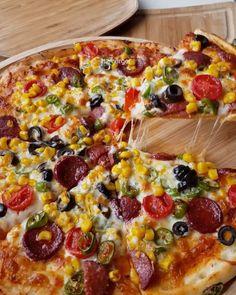 Piza Hut, Hawaiian Pizza, Pizza Recipes, Pistachio, Vegetable Pizza, Waffles, Vegetables, Instagram, Food