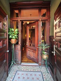 Victorian Parlor Doors & My Picture Picks Of The Week Pierpont Morgan Library Museum . Victorian Interiors, Victorian Decor, Victorian Architecture, Architecture Details, Interior Architecture, Interior And Exterior, Old Victorian Homes, Victorian House, Villa