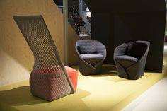 Milão 2013: Moroso, Missoni Home e Casamania.  Poltronas Cradle (à esq.) e Talma (à dir.), design Benjamin Hubert, no estande da Moroso.