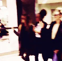 [gif] arriving in japan! such rockstars!