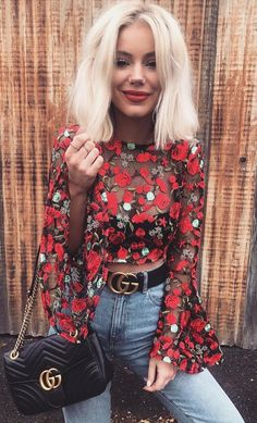 summer outfits Black & Red Crop Top + Bleached Vintage Jeans