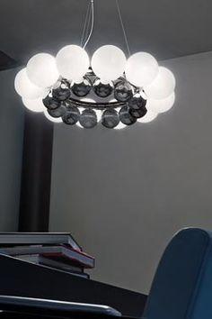 Suspension 24 Pearls en cristal de Murano blanc et chrome Grands cercles, sphères en verre soufflé bouche et acier chromé - Vistosi - Suspension #vraimentbeau #murano #blownglass #designlight #vistosi #muranoglass #luxurydesign