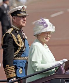 July Queen Elizabeth and Prince Philip on National Commemoration Day Royal Uk, Royal Queen, Elizabeth Philip, Queen Elizabeth Ii, Queen Hat, King Queen, British Royal Families, Isabel Ii, Her Majesty The Queen