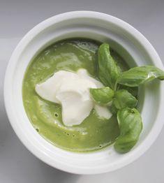 Erbsensuppe mit Basilikum und Minze, ein leckeres Suppenrezept von Elia Maria, vegetarisch und einfach zuzubereiten. Und hier ist das Rezept http://wolkenfeeskuechenwerkstatt.blogspot.de/2012/05/variation-von-der-erbse-teil-1.html