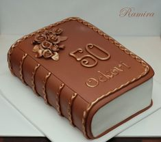 1000+ images about Book Cakes on Pinterest Book cakes ...