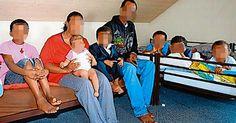 Die eritreische Grossfamilie hat ihre Wohnung verloren. Das Dorf hat Probleme, eine neue Bleibe zu finden.