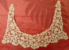 Handmade Rosaline bobbin lace collar circa 1800s (Image1)