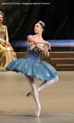 Maria Allash in the party for Raymonda in the ballet «Raymonda». Music by Alexander Glazunov. Choreographed by Marius Petipa. Version by Yury Grigorovich. Bolshoi Theatre. Photo by Marc Haegeman, 2012 г.