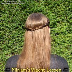 Miriam's Vlecht Lessen (Miriam's braiding instructions): Halve kroonvlecht van twists // Half twisted crown...