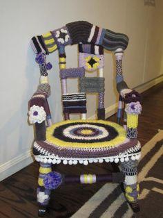 Funky Lamp Yarnbomb :: Ta-dah! | Yarn bombing, Yarns and Queens