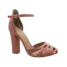 59c70b146 Sandália DM Nobuckado Rosa Flamingo. Tira e traseira com aplicações de  taxas. Fivela ajustável