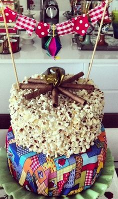 Bolo de Pipoca  Festa Junina -  /    Cake than Popcorn June Party -                                                                                                                                                     Mais